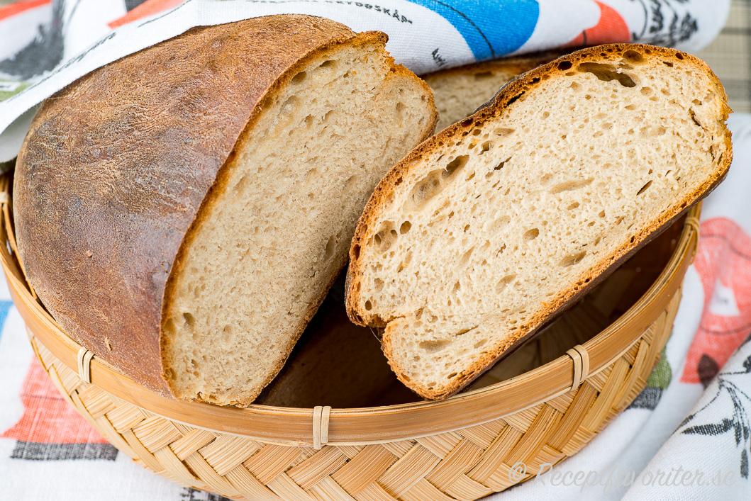baka mörkt bröd