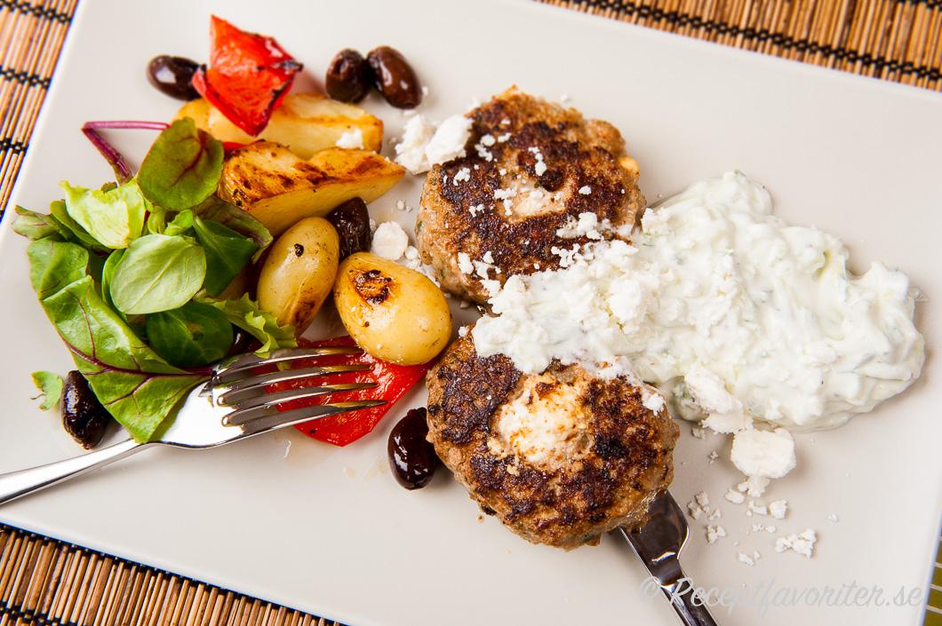 recept grekiska färsbiffar fetaost