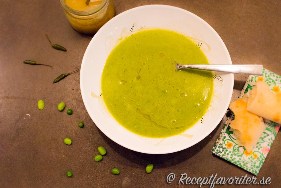broccoli och grön ärtsoppa