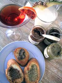 Crostini tilltugg till cocktails