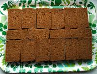Andra lagret bröd läggs på (här kavring)