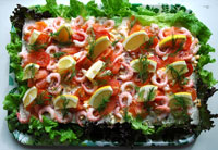 Smörgåstårta med lax och räkor
