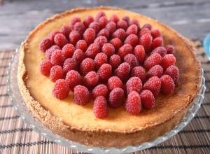 Cheesecake med lime och hallon