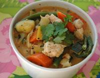 Thaigryta med kyckling i röd curry