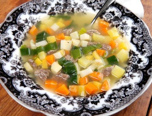Köttsoppa grönsakssoppa med kött och klimp