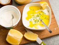 Sås eller dressing med citron, yoghurt och honung