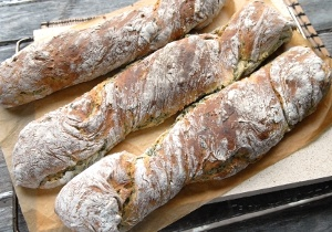 Hembakt bröd till kräftskivan