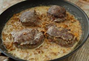 Hjortfilé med kantarellsås