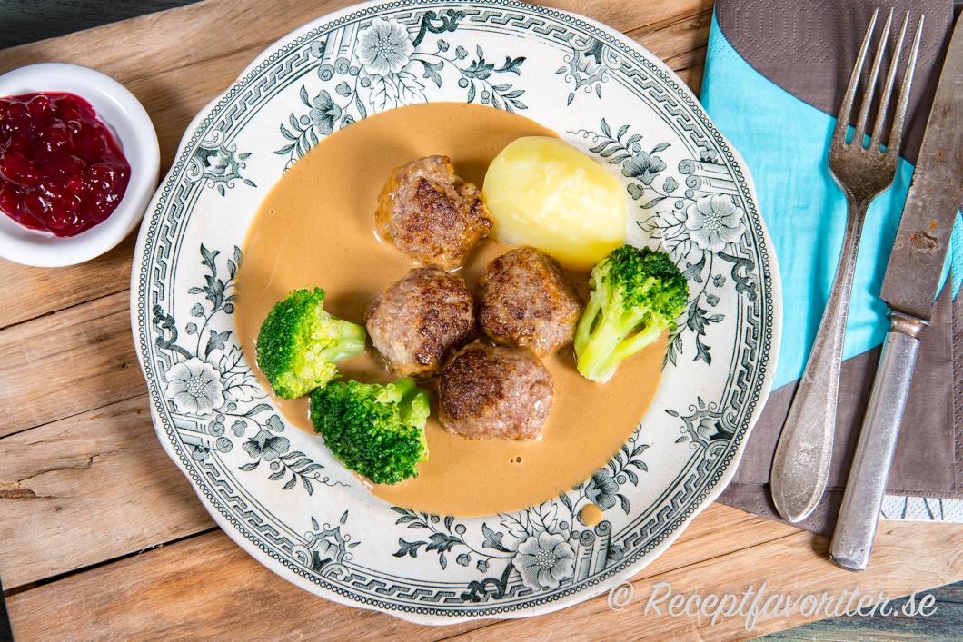köttbullar brunsås recept