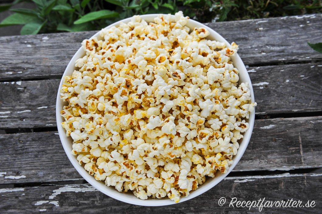 hur länge ska man poppa popcorn