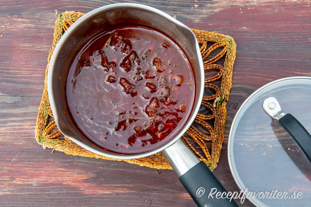 rödvinssås med choklad