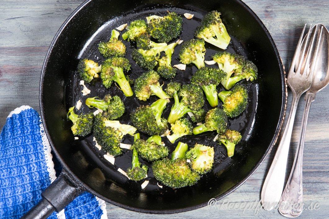 hur tillagar man broccoli
