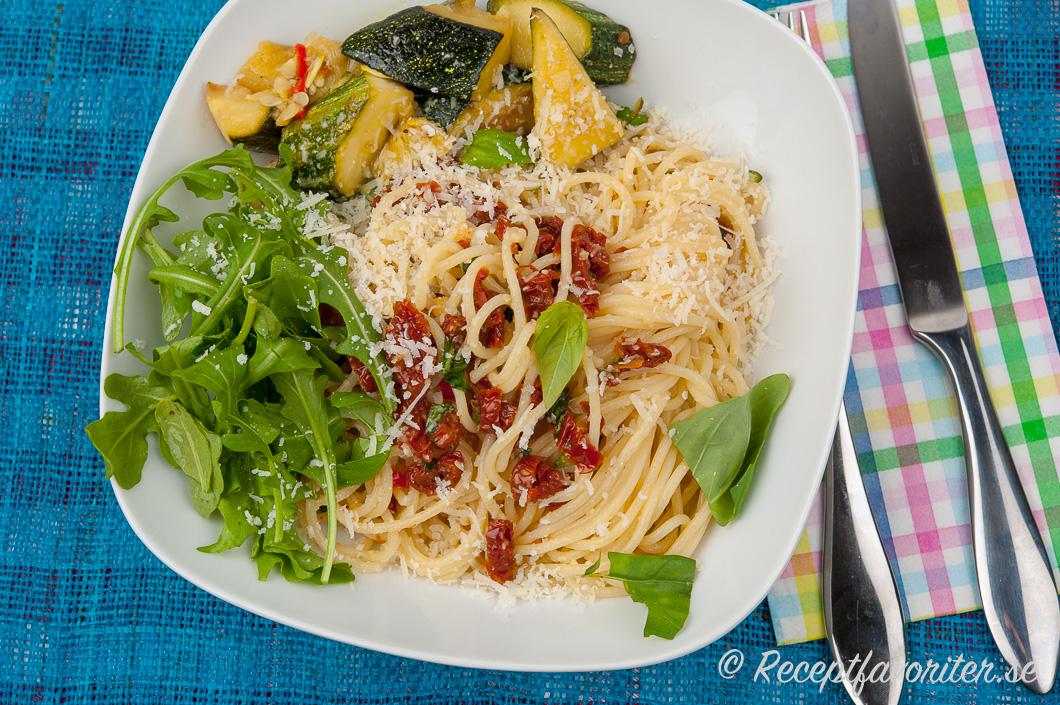 pasta soltorkade tomater vegetarisk