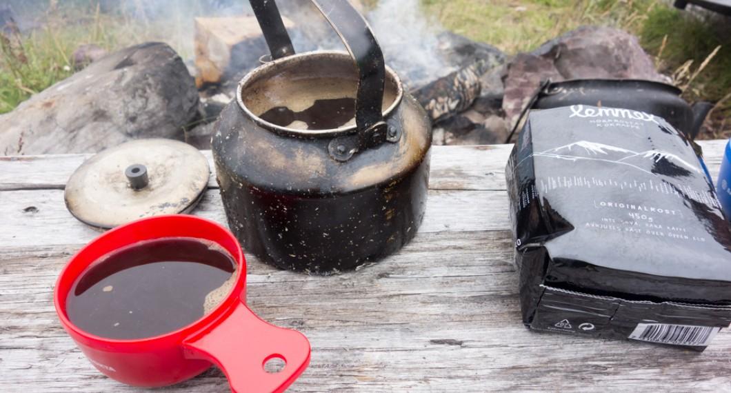 Kokkaffe är gott att laga över öppen eld
