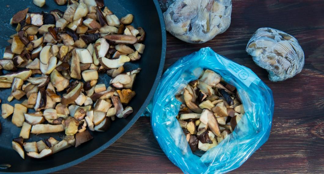 När svampen är fräst kan du frysa in den eller tillsätta smör, margarin eller olja och fräsa några minuter till för bästa smak till servering eller användning i sås, stuvning eller det du vill.