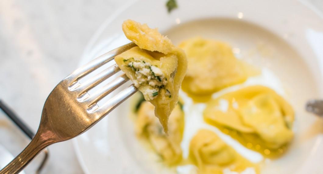 Fyllda tortellonis med ricotta, persilja och parmesan.