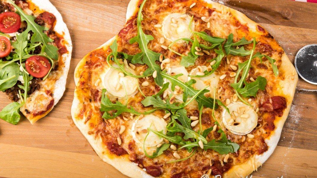 bästa pizzadegen med jäst