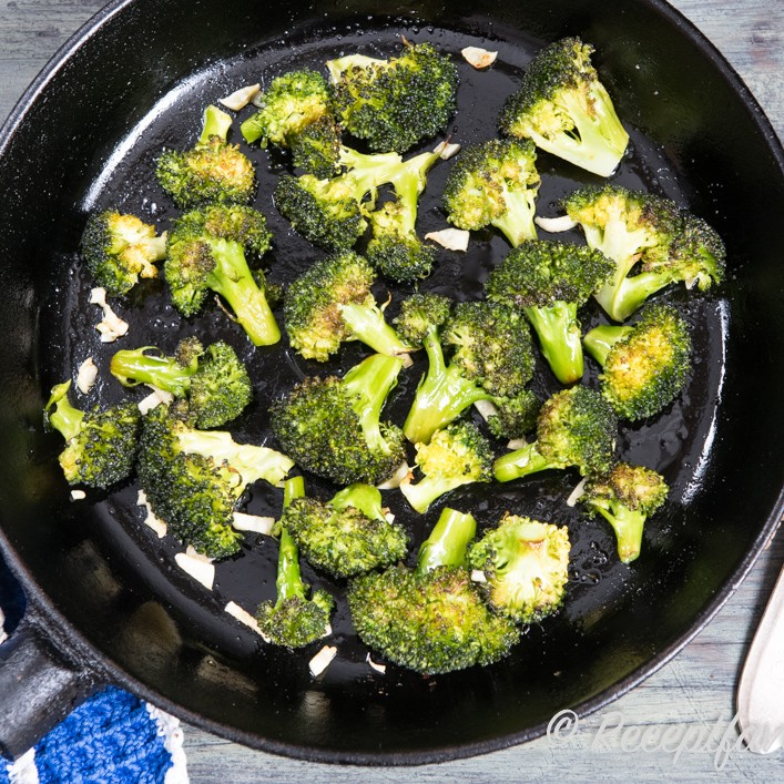 tillaga broccoli i ugn