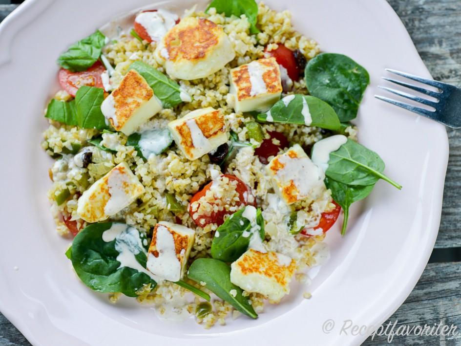 vegetarisk mat med halloumi