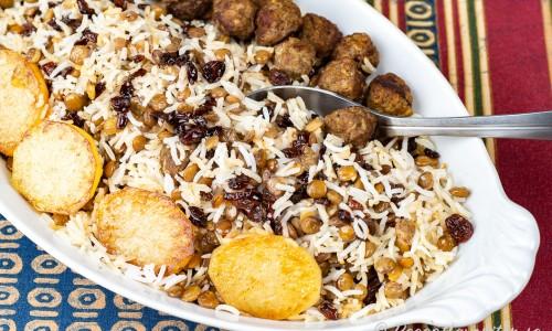 Adas Polo persiskt ris med köttbullar på fat