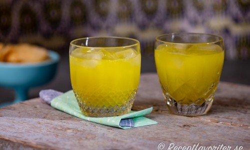 Drink med melonlikör, apelsin och vodka