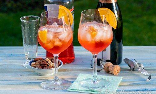 Aperol med Cava och is som fördrink, longdrink eller after dinner drink.