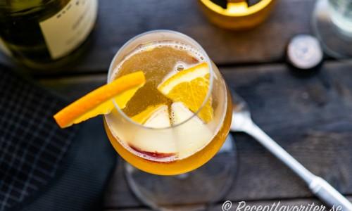 Äppelcider med calvados i glas