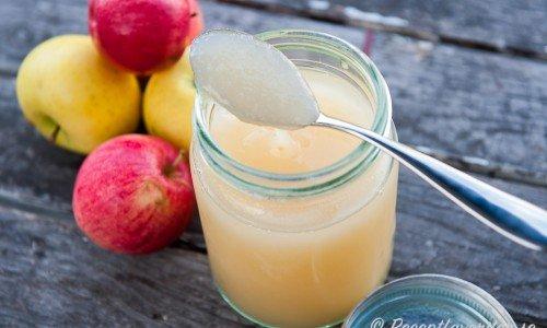 Till hemkokt äppelmos passar syrliga och mjöliga äppelsorter bra - exempelvis Transparent Blanche.