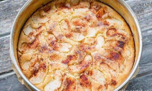 Äppelsockerkaka eller Fyriskaka i springform med löstagbara kanter.
