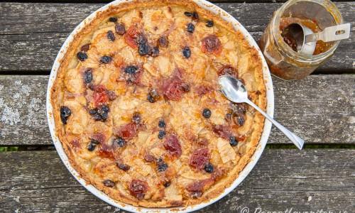 Ytterligare överkurs är att glasera äppeltarten med marmelad så den blir blank och extra fin.