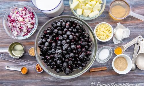 Ingredienser till aroniachutneyn