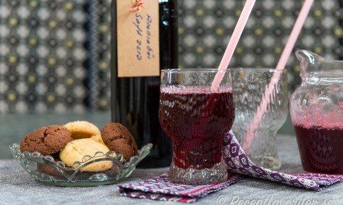 Aroniasaft. Aroniabär blir god och smakrik saft - nästan som svartvinbärssaft.