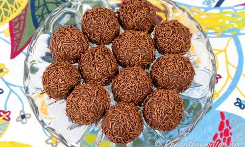 Arraksbollar eller myrstackar på kakfat