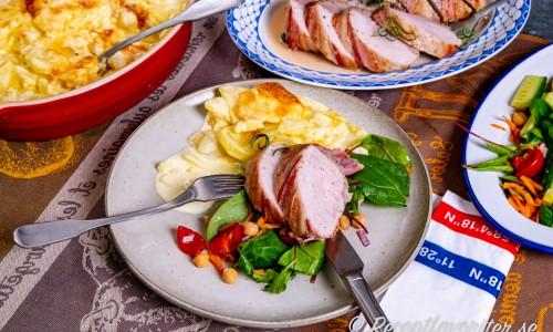 Fläskytterfilén serverad med tillbehör som potatisgratäng och sallad.