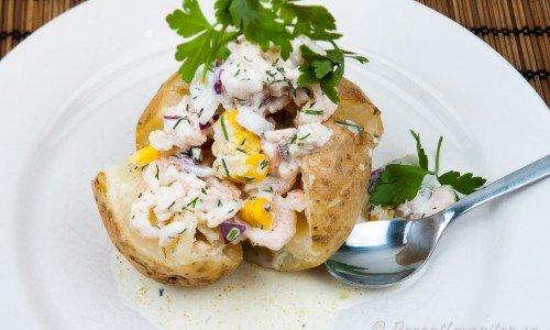 Bakad potatis med Skagenröra