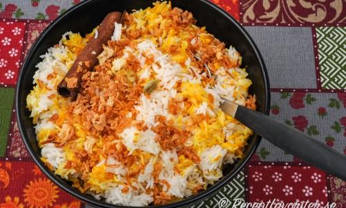 Basmatiris smaksatt på indiskt vis
