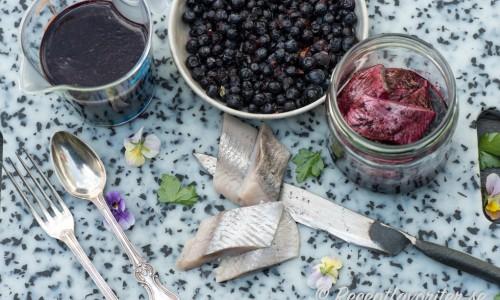 Blanda sillen med mixade blåbär och inläggningslag - vips så har du blåbärssill.