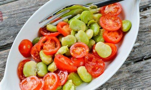 Tomatsallad med kokta bondbönor