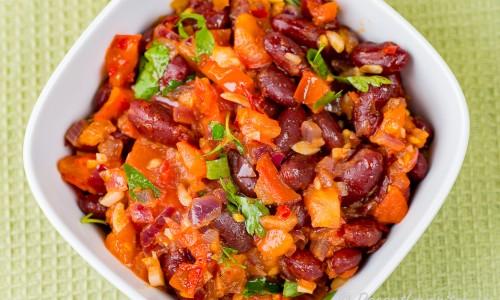 Bönsalsa eller marinerade kokta bönor i skål