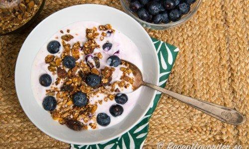 Kvarg med granola och blåbär