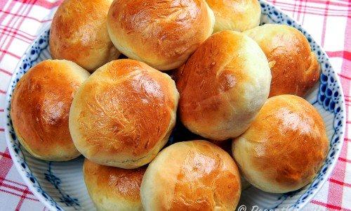 Ett grundrecept på ljust bröd till limpa eller frallor