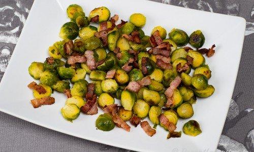 Brysselkål med bacon på fat