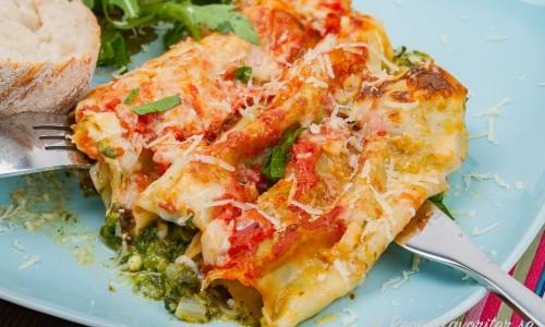 Spenatcanellonis med ricotta-ostfyllning.