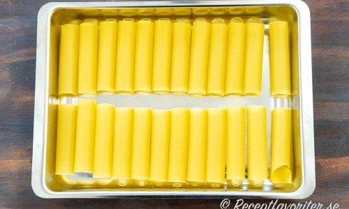 Cannelloni-rören i passande form