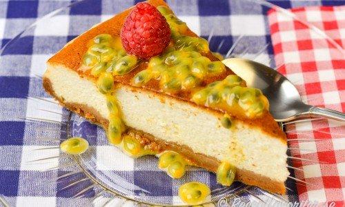 Cheesecake med botten av smulad pepparkaka och smör istället för de vanliga Digestivekexen.