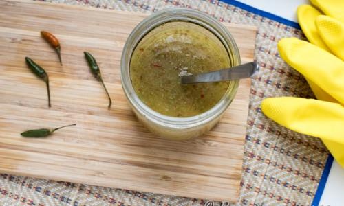 Chiliolja med Thailändska heta Birds Eye chilis - att skeda över soppan så mycket du vågar