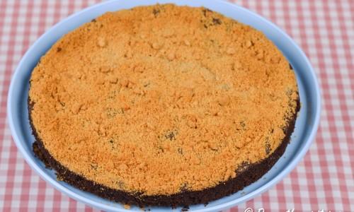 En upp och ner cheesecake med kaksmulorna på toppen. Lätt att laga.