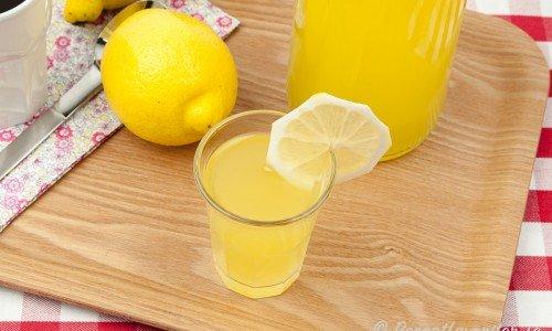 Citronlikör i glas