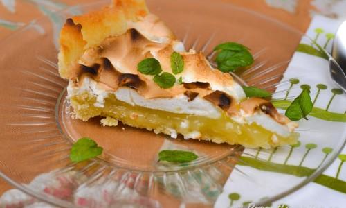 Citronmarängpaj - sötsyrlig citronkräm, söt maräng och knaprig pajdeg - en av mina favoritpajer.