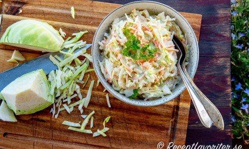 Färdig coleslaw i skål